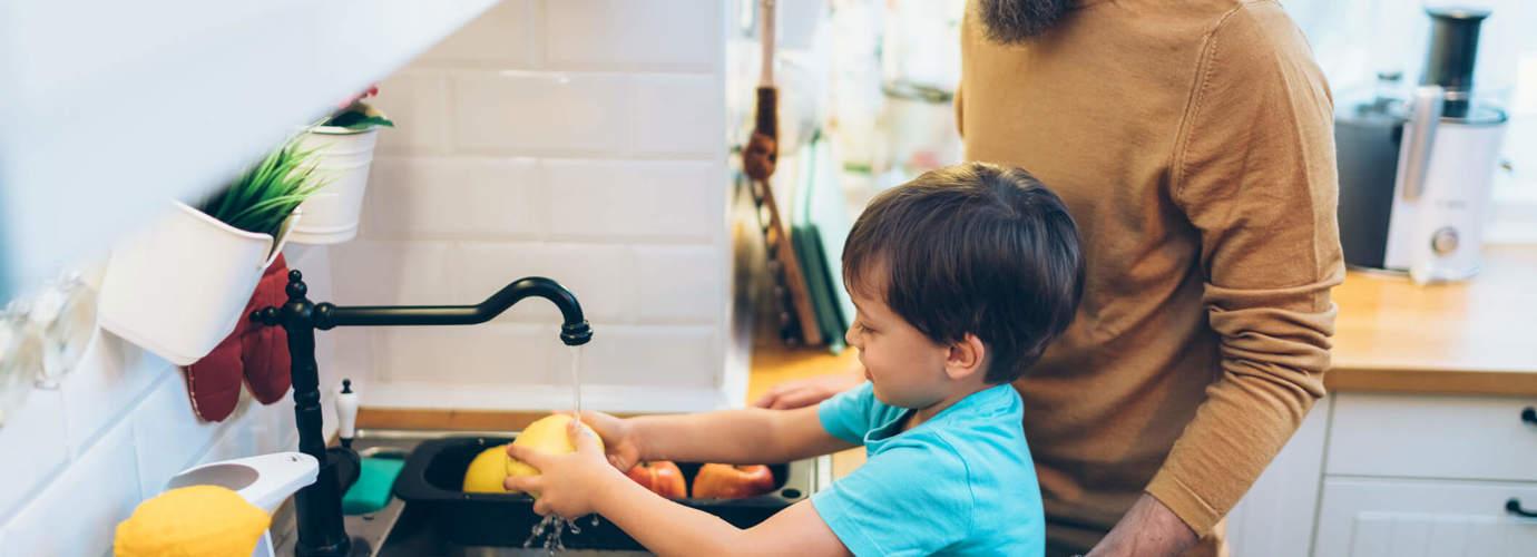 10 voedselveiligheidsregels (voor kinderen die graag koken)