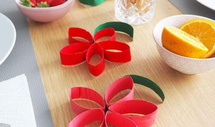 Zomerse bloemdecoratie gemaakt van lege Plenty rollen