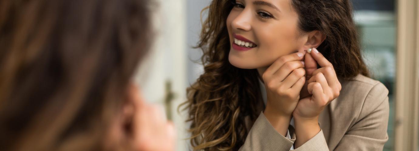 Hoe maak je oorbellen schoon?