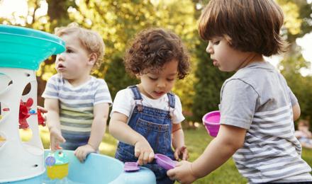 Spelen met water: 5 waterspelletjes voor kinderen