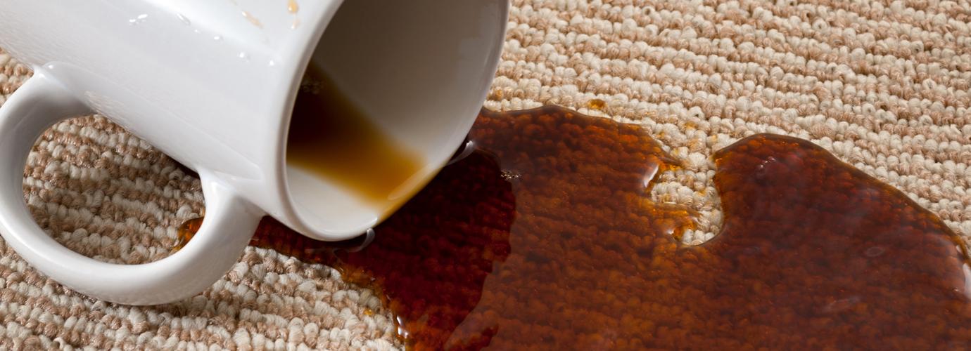 Koffievlekken verwijderen uit tapijt