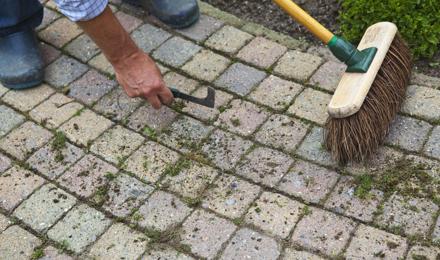 Terrasreiniging: zo kun je tuintegels schoonmaken